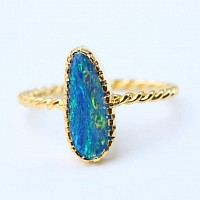18k gold twist band ring with Australian opal